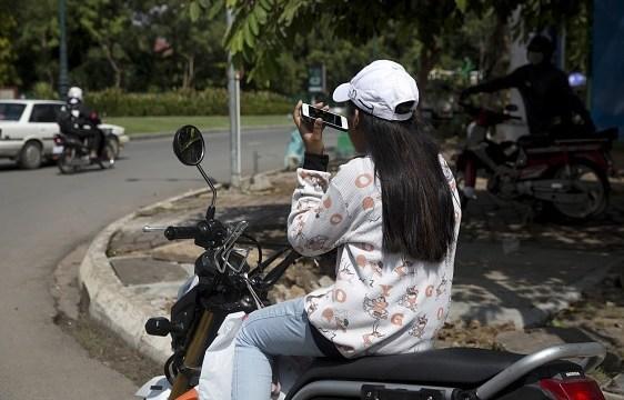 Arabia Saudita autoriza a mujeres a conducir motos y camiones