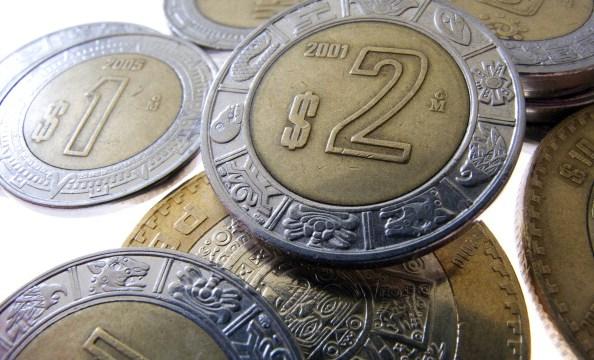 El peso mexicano opera errático tras anuncio de Banxico