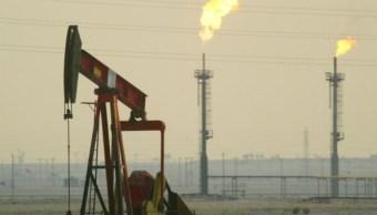 El petróleo cotiza cerca de máximos de dos años y medio