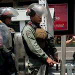 Mujer es asesinada por guardia durante reparto de jamones en Venezuela