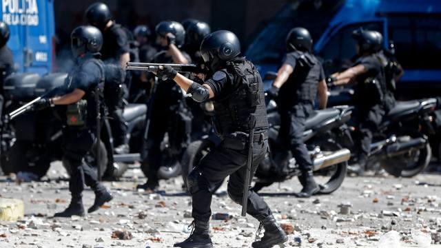 Van 81 heridos y 48 detenidos durante protestas Argentina
