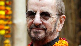 Ringo Starr y Barry Gibb reciben título Caballero Imperio Británico