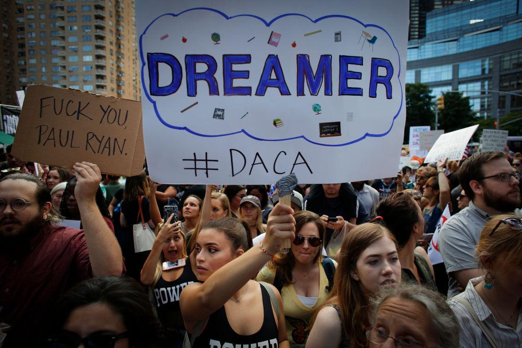 Trump insiste en vincular el muro con la solución para los dreamers