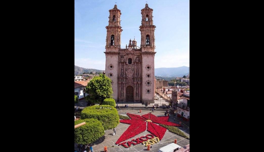 Diseñan flor monumental de Nochebuena en Taxco, Guerrero