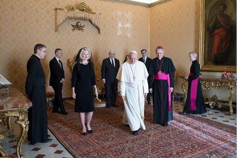 Callista Gingrich, embajadora de EU ante el Vaticano, presenta sus credenciales al papa