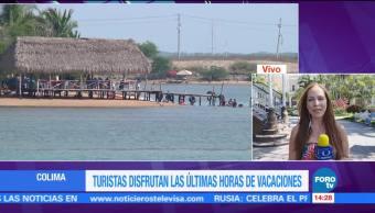 Turistas disfrutan de las últimas horas de vacaciones en Colima