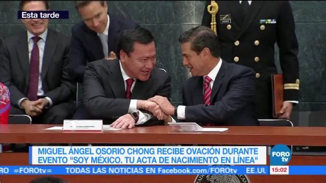 Reconocen trayectoria de Miguel Ángel Osorio Chong