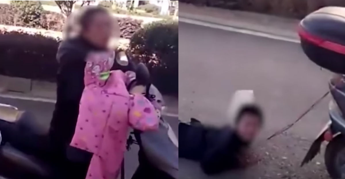 Mujer castiga a su hijo arrastrándolo de la moto