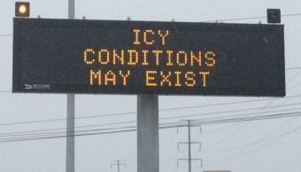 intenso frio provoca cancelacion de vuelos y cierre de carreteras