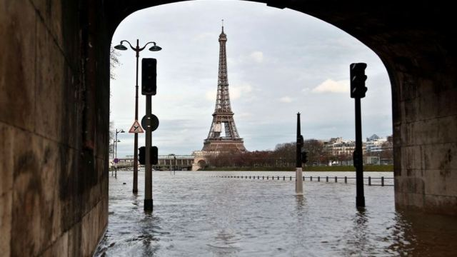 personas evacuadas paris sena crecida alerta