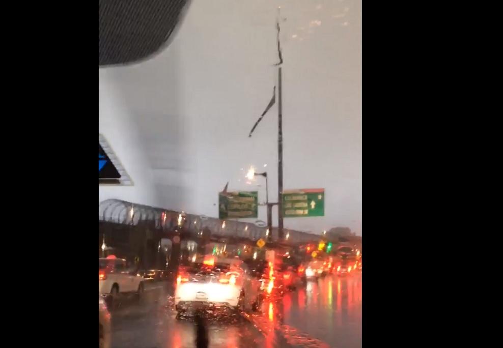 bandera monumental san jeronimo se desgarra lluvias