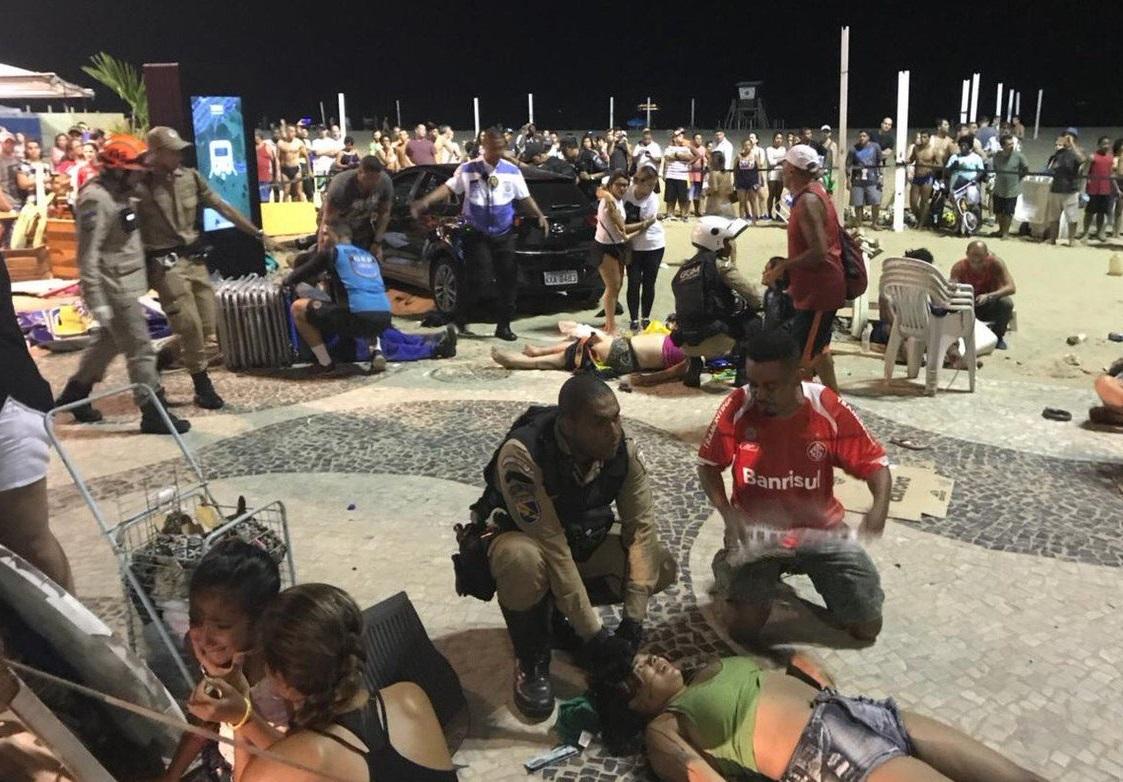 Muere bebé en atropellamiento masivo en playa de Copacabana, Brasil
