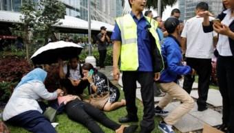 derrumbe de estructura en bolsa de yakarta, indonesia, deja varios heridos