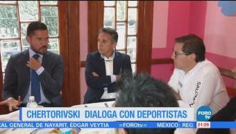 Chertorivski dialoga con deportistas en la CDMX