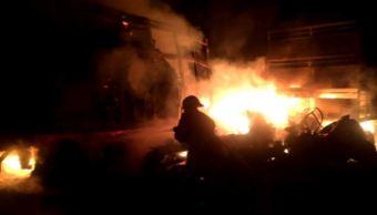 Chocan tráileres y uno se incendia en la autopista Aguascalientes-León