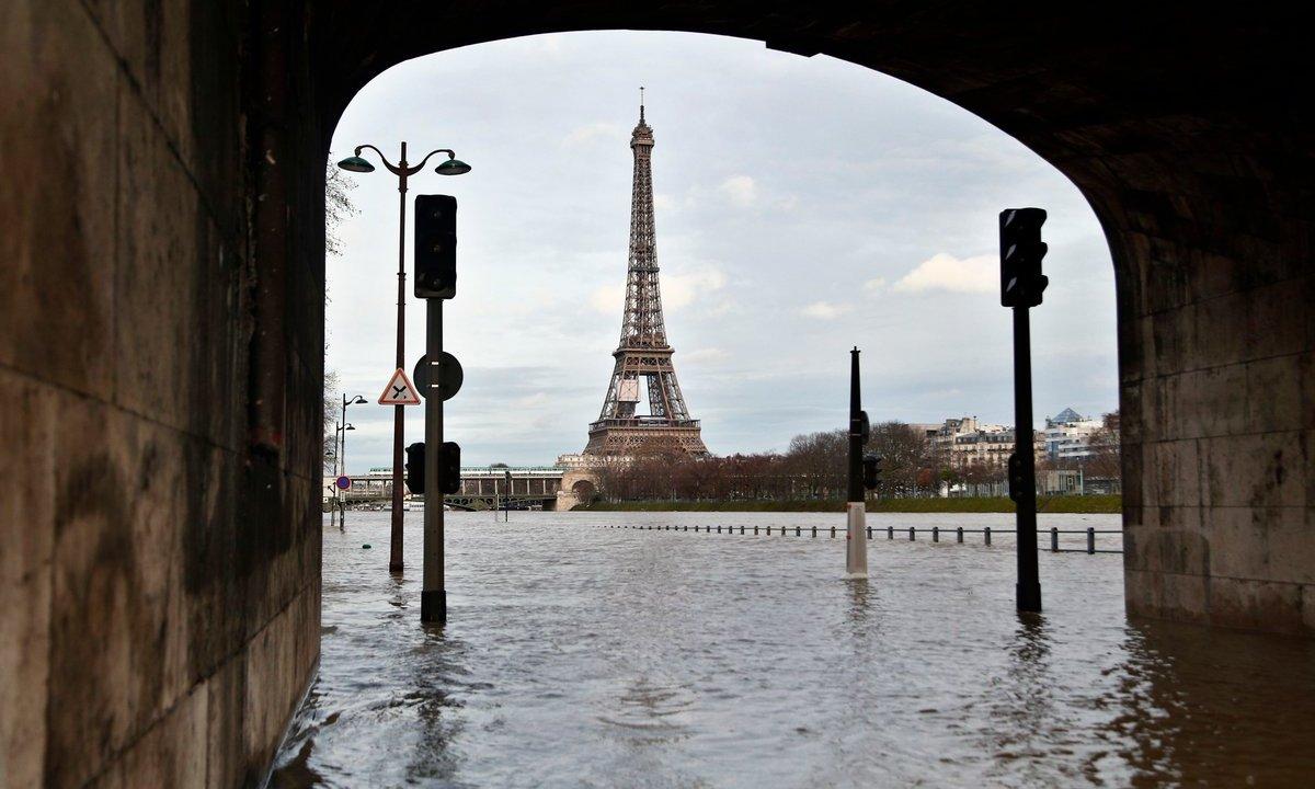 Desalojan cientos París crecida río Sena