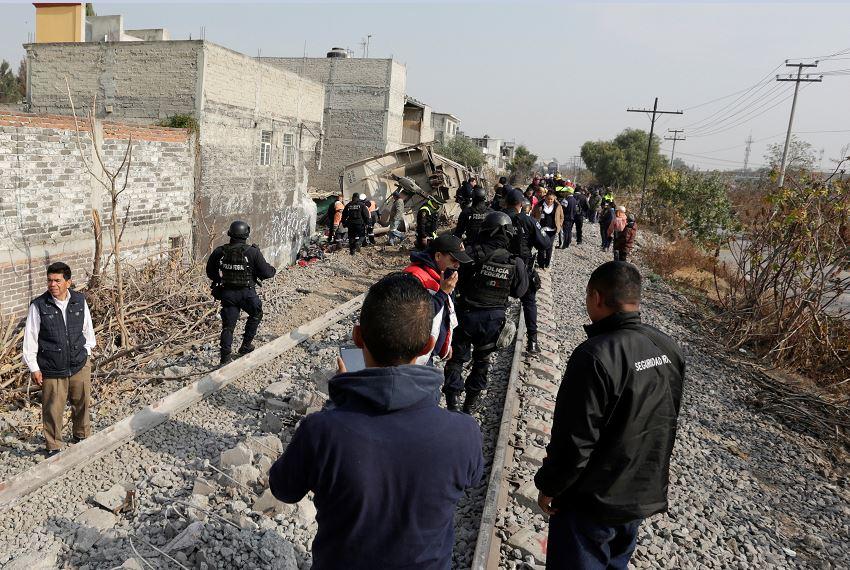 vecinos autoridades ecatepec esperan peritaje descarrilamiento tramitar indemnizacion