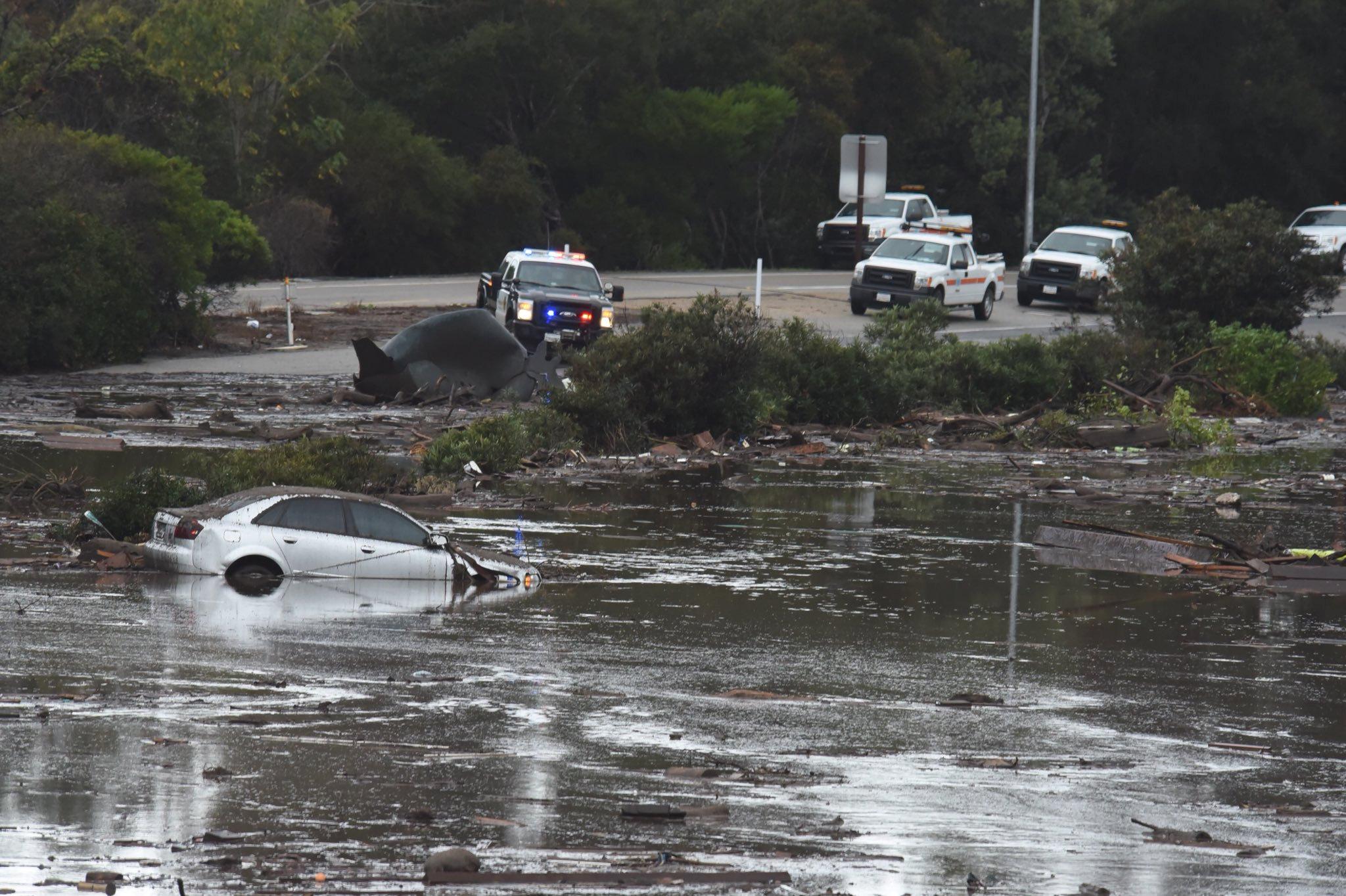 Más de 9 mil personas han sido evacuado por los deslaves en las colinas de California Estados Unidos. Reuters