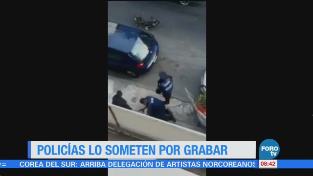 Difunden video de policía que somete a joven que grababa un arresto
