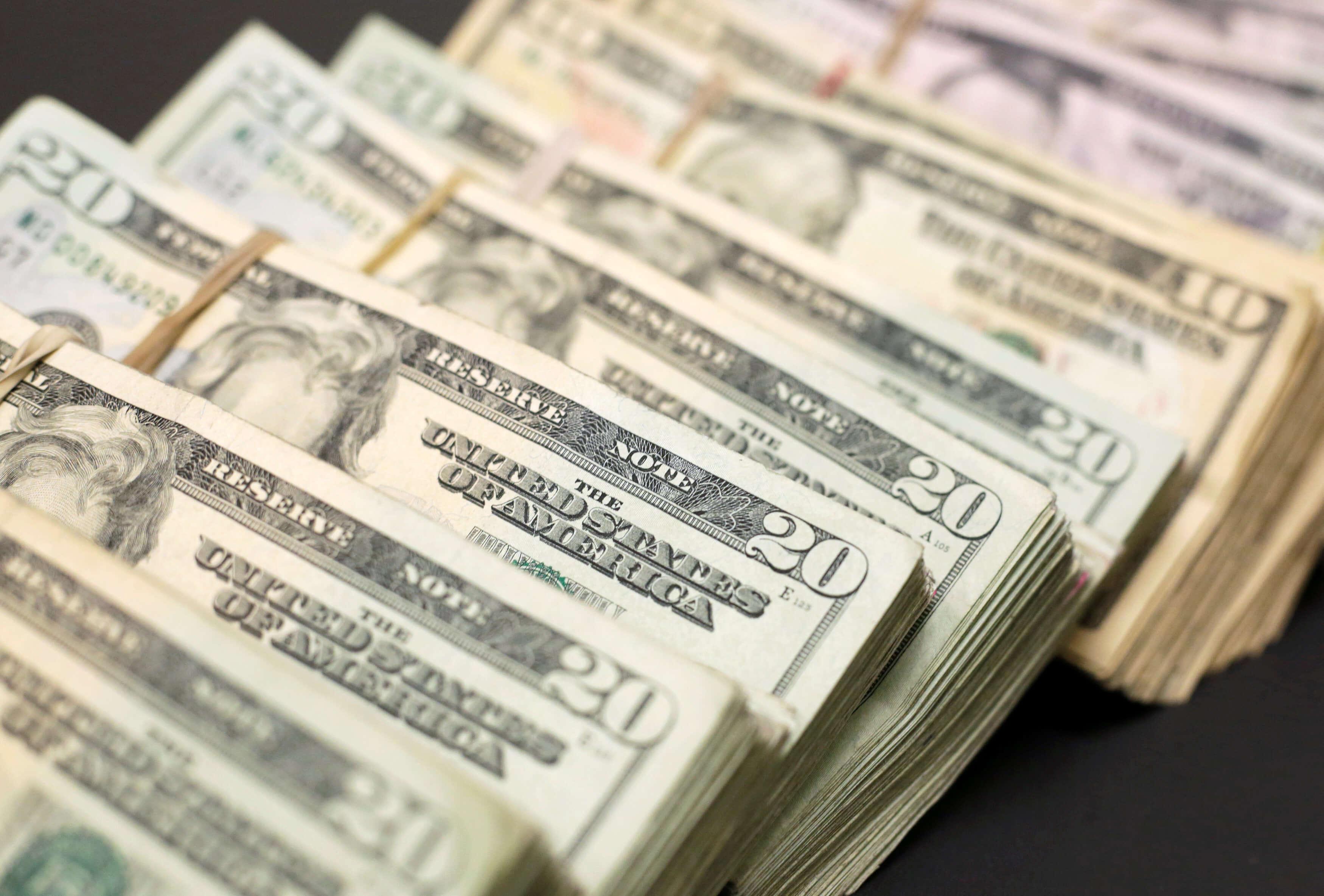 Peso continúa racha positiva; dólar se vende hasta en $19.03