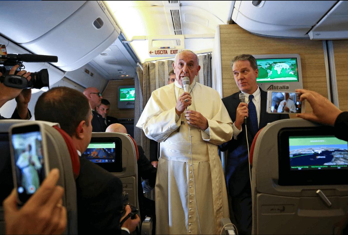 Turistas del mundo asisten al Santuario del Padre Hurtado