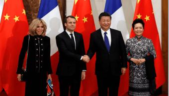 Emmanuel Macron y Xi Jinping con sus esposas AP