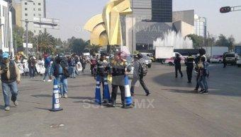 Familiares de los 43 normalistas desaparecidos marchan hacia la Segob