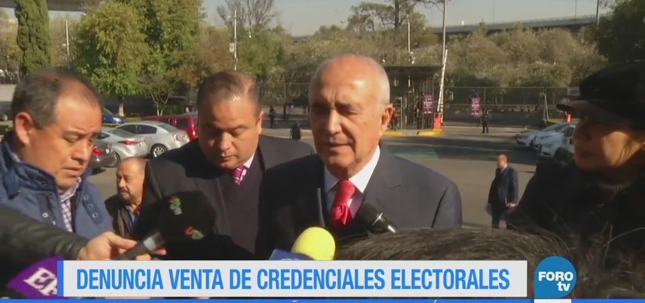 Ferriz denuncia falsificación de millones de credenciales de elector