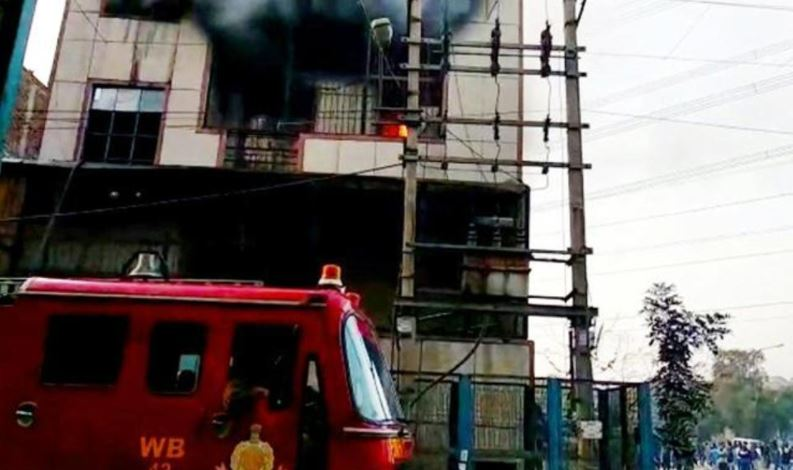 Incendio almacén de plásticos en Nueva Delhi deja al menos 17 muertos