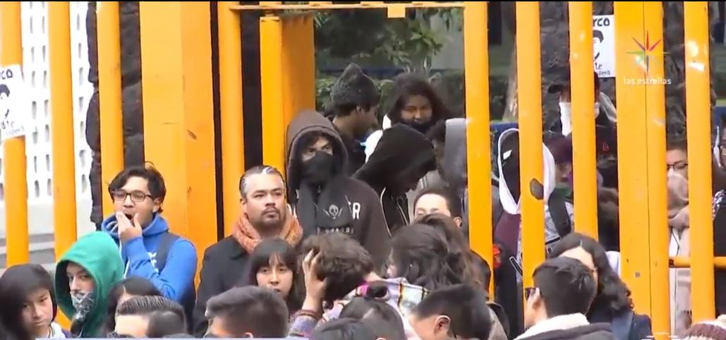 jovenes protestan en la prepa 8 por marco antonio sanchez