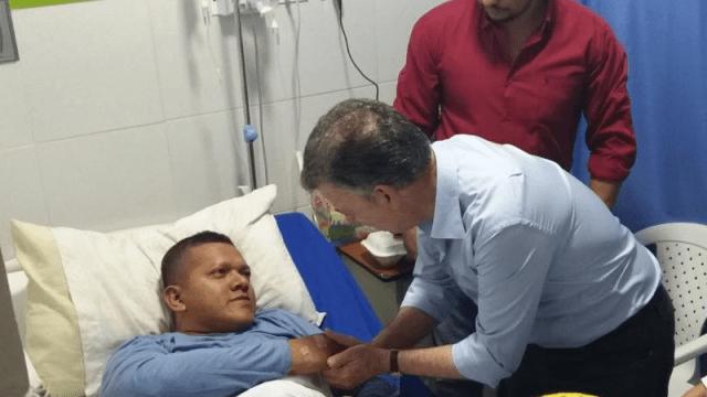 Juan Manuel Santos visitó a los policías heridos en los atentados