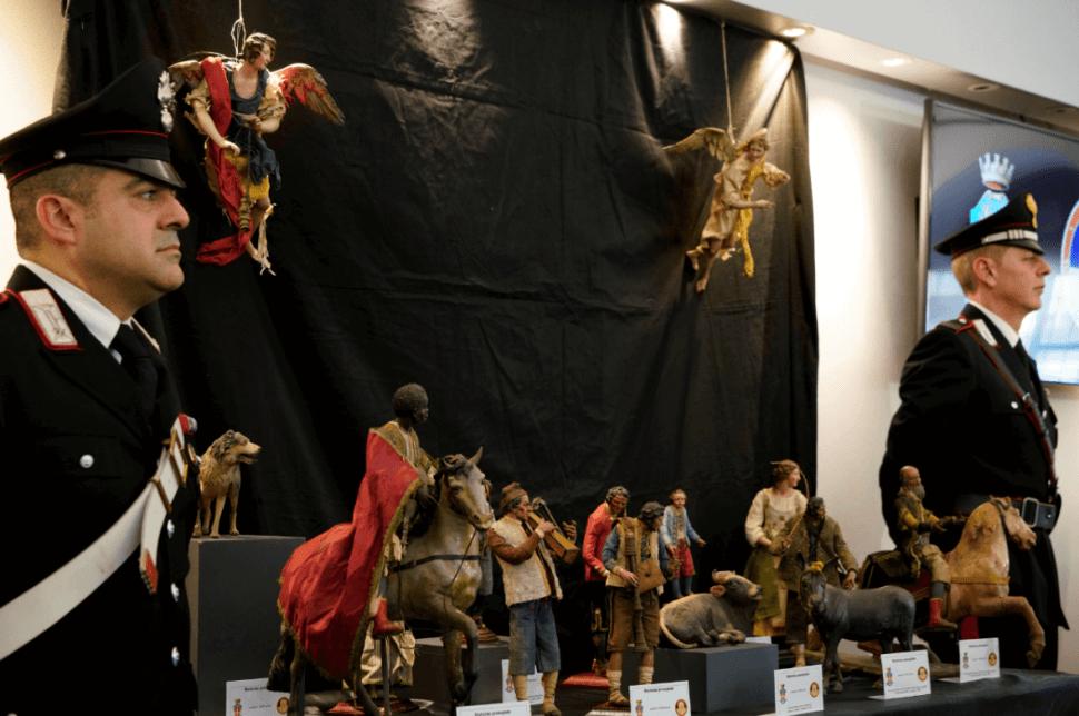 La Policía italiana recupera antiguas figuras de nacimientos navideños. (AP)