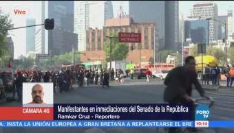 Manifestantes en inmediaciones del Senado de la República