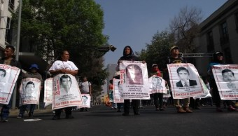 familiares 43 desaparecidos ayotzinapa protestan segob