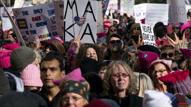 Marchan contra Trump y sus políticas en primer aniversario de su gobierno