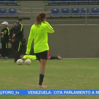 Mujeres futbolistas gana 70% menos que un hombre