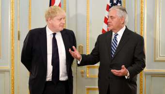 Tillerson asegura que Estados Unidos quiere mejorar acuerdo nuclear Irán