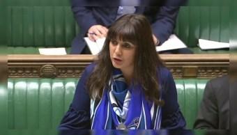 Mujer musulmana habla por primera vez desde tribuna en Parlamento británico