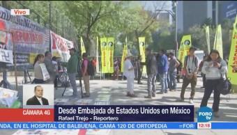 Organizaciones protestan contra políticas de Trump en embajada de EU en México