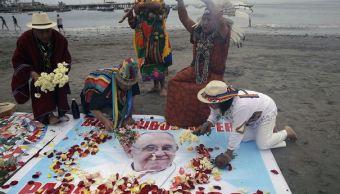 Perú espera entusiasmado al papa Francisco; su visita podría mitigar crisis política