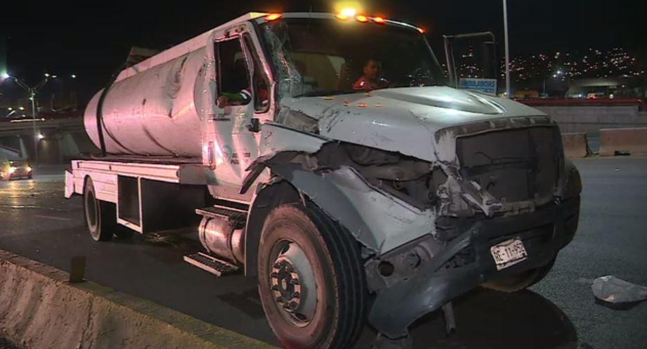 Pipa golpeada por una patrulla que perseguía un auto en Monterrey
