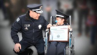 Policía Federal reconoce a una niña de 7 años con parálisis cerebral