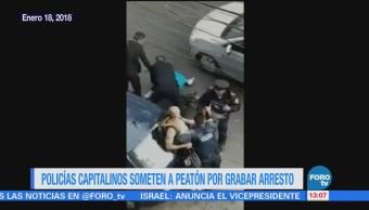 Policías CDMX someten a peatón que grabó arresto de presunto asaltante