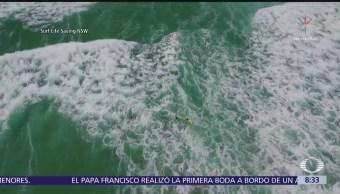 Rescatan a surfistas con ayuda de un dron en Australia