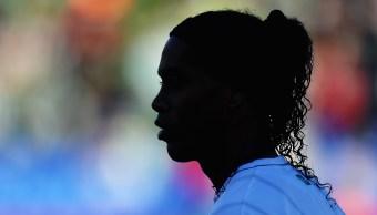 El futbolista brasileño Ronaldinho anuncia su retiro