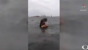 Detienen a mujer por intentar ahogar a hijos en Veracruz