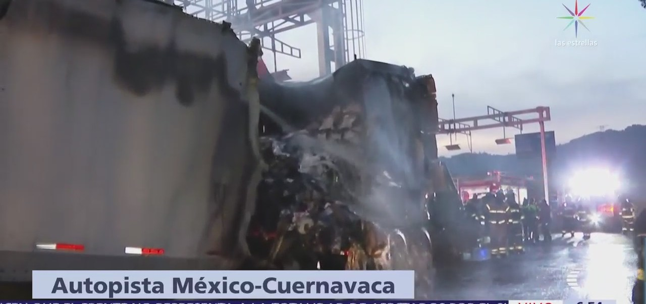Tráiler choca y se incendia en la autopista México-Cuernavaca