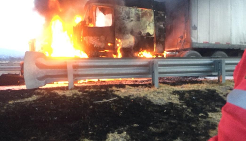 trailer se incendia sobre el arco norte edomex