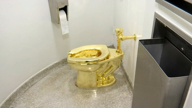Museo Guggenheim NY ofrece Trump inodoro oro usado