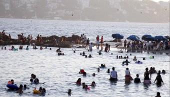 Mueren dos turistas ahogados en playa Bonfil en Acapulco
